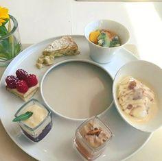 Un repas digne des Ducs de Lorraine! #frenchcuisine #cuisinefrançaise #gastronomie #etoilesmichelin #desert #delicious #yummy #vosges #ducsdelorraine 1. Le chariot des desserts 2. Caille rôtie aux aromates, légumes de printemps 3. Assiette de la mer : tourteau, homard, carpaccio de St Jacques, Crevettes aux agrumes http://w3food.com/ipost/1523295538320084123/?code=BUj1TipgYyb