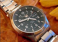 Blog de montres: Revue des montres Seiko 5 militaires SNZG13K1 et S... Seiko 5 Automatic, Omega Watch, Blog, Mens Fashion, Watches, Accessories, Style, Military Men, Wristwatches