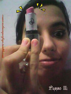 PASSO 11:  Batom! \o/ Para a cor dos lábios usado pela Lorde no clipe, opte por um cor rosa suave ou um cor neutra (cor de pele) em gloss.