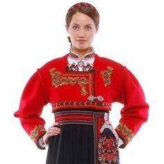 Rød Trøye Bunad from Øst-Telemark Fantasy Costumes, Dance Costumes, Wild Style, My Style, Folk Costume, Historical Clothing, Traditional Dresses, Costumes For Women, Costume Design