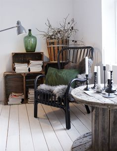 10 Abundant Cool Ideas: Extreme Minimalist Home Minimalism french minimalist decor living spaces.Minimalist Kitchen Table Home extreme minimalist home minimalism. Interior Design Minimalist, Minimalist Bedroom, Minimalist Decor, Minimalist Kitchen, Minimalist Living, Modern Minimalist, Cave House, Living Room Designs, Living Spaces