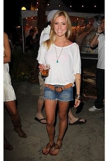 #cute outfit, love her sandals!!   Summer style #fashion #nice #new #Summerstyle  www.2dayslook.com