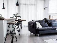 Właścicielom mieszkania bardzo zależało, by ich 100-metrowe mieszkanie zostało zaprojektowane w stylu skandynawskim. I choć ten termin, często nadużywany, może wywoływać sceptycyzm, to ich historia dała najlepsze podstawy, aby przenieść na Mokotów trochę dalekiej północy. Projekt wykonała pracownia Odwzorowanie.