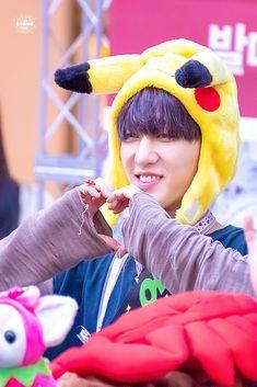 Lee Know, Beautiful Person, Kpop Groups, Bias Wrecker, Rapper, Hilarious, Children, Boys, King