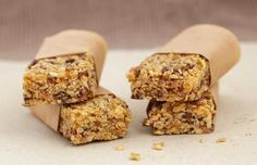 candy bar: What's the difference Granola granola vs flapjack Tray Bake Recipes, Gourmet Recipes, Baking Recipes, Roasted Pear, Snacks Saludables, Nutrition Bars, Granola Nutrition, Gluten Free Breakfasts, Breakfast Bars