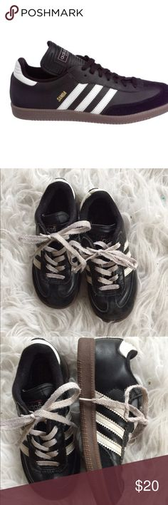 🆕 adidas samba shoes Great shoes! Preloved but still have lots of life left! 👺NO TRADES DONT ASK! ✌🏼️Transactions through posh only!  😻 friendly home 💃🏼 if you ask a question about an item, please be ready to purchase (serious buyers only) ❤️Color may vary in person! 💗⭐️Bundles of 5+ LISTINGS are 5️⃣0️⃣% off! ⭐️buyer pays extra shipping if likely to be over 5 lbs 🙋thanks for looking! Adidas Shoes Sneakers