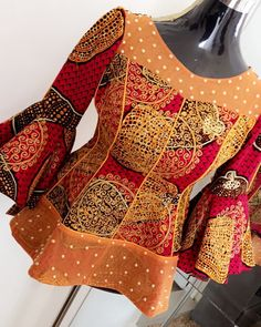 Aucune description de photo disponible. African Print Dress Designs, African Print Dresses, African Print Fashion, Latest African Fashion Dresses, African Dresses For Women, African Attire, African Fashion Traditional, African Lace Styles, African Blouses
