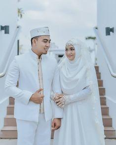Ideas bridal hijab dresses for 2019 Muslimah Wedding Dress, Muslim Wedding Dresses, Muslim Brides, Wedding Gowns, Wedding Abaya, Wedding Hijab Styles, Muslim Couples, Rustic Bridesmaid Dresses, Rustic Dresses