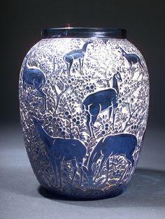"577: R. LALIQUE Vase, ""Biches,"" c. 1932, in blue glass : Lot 577"