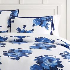 Bring Southern belle charm to your sleeping space with this floral duvet cover and sham. Featuring a beautiful blue magnolia print, our Bluebell Rose TENCEL® Duvet Cover + Sham is made with a super soft fabric that'll keep your warm and…