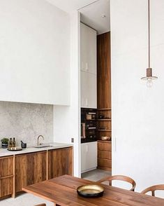 Awesome Simple Small Kitchen Design Ideas Awesome Simple Small Kitchen Design Ideas Apartment Emily Henderson Pendant Trend Inspo A really Scandinavian interior is quite liveable. Thus, the Japanese interior isn't overloaded with detail. Kitchen Furniture, Kitchen Interior, Interior Livingroom, Le Logis, Wooden Kitchen, Cuisines Design, Apartment Kitchen, Cheap Home Decor, Home Decor Accessories