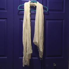 Free People Scarf Worn only once great condition super cute scarf! Free People Accessories Scarves & Wraps