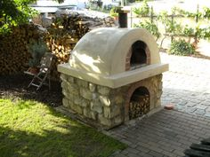 DIY Pizza Oven.  In German, so I guess I'll have to bumble my way through a translation.  Or bribe someone with cupcakes!