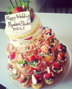 結婚式場では断られたという事で…せめて2次会では希望どおりのケーキを(*´ω`*) 実はアクリルの台から手作り 約70個のカップケーキケーキとネイキッドケーキでとても可愛いケーキになりましたヾ(*´▽`*)ノ #二次会  #ウエディングケーキ #ウエディング #ケーキ #カップケーキ #ラブリー #lovely #wedding #カップケーキタワー #ネイキッドケーキ