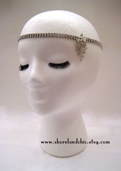 The Sybil is a beautiful Great Gatsby inspired hair accessory that is simple yet elegant! The sparkly rhinestones on this piece make it the perfect