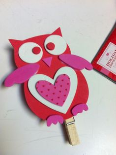 Cute Valentines day craft We have been making crafts for parents with our kids all week in therapy! One cute one is our foam owls. Valentine Crafts For Kids, Valentines For Boys, Valentines Day Party, Valentinstag Party, Owl Crafts, Cute Crafts, Classroom Crafts, Preschool Crafts, Easy Art For Kids