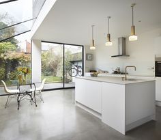 Rise Design Studio adds glass extension to London house Kitchen Diner Extension, Open Plan Kitchen, New Kitchen, Glass Kitchen, House Extension Design, Glass Extension, Side Extension, Extension Google, Extension Ideas