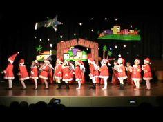 Actuación de la clase de 2ºA de Ed. Infantil en el festival de Navidad 2013.