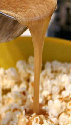 This Easy Salted Caramel Popcorn Recipe is my favorite Caramel Corn Recipe! Caramel Corn is so easy and that extra salt gives it a sweet and salty combo! Popcorn Snacks, Popcorn Recipes, Snack Recipes, Cooking Recipes, Caramel Corn Recipes, Salted Caramel Popcorn, Great Recipes, Favorite Recipes, Tasty