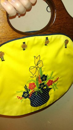 Hey, I found this really awesome Etsy listing at https://www.etsy.com/listing/242219972/vintage-70s-flower-button-handbag-with
