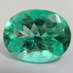 Stone Type: Natural Emerald Stone Cut: Oval Cut Weight: 16.16 Ct. Measurements: 19.84x15.50x10.20mm. Color Grade: Medium-Light Green Clarity Grade : VS1 Origin: Colombia General Grade: Very Good Enhan