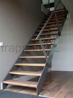 Dubbelkwart muizeboomtrap met de treden voorzien van een for Looplijn trap