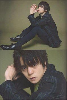 J Movie Magazine - たわごとコラム Japanese Babies, Japanese Boy, Movie Magazine, Cool Poses, Dynamic Poses, Kubota, Drawing Poses, Pose Reference, Photo Poses