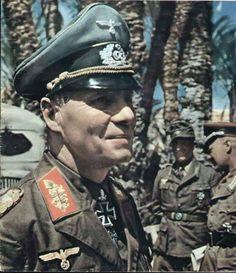 FOTO BERWARNA ASLI Erwin Rommel dengan semua tanda kebesarannya. Medali dan penghargaan yang telah diperolehnya: 1914 Eisernes Kreuz ...