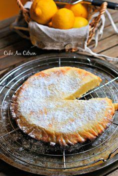 Quand j'ai vu son cake au citron et à la crème sur son blog,ici, je savais que j'allais le refaire.Le visuel terrible,mais surtout la recette rapide et simple finiront vous aussi de vou…