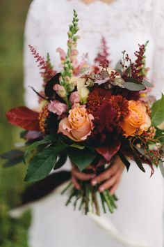 Weddings in October – autumn wedding dream on the Maisenburg – grace and sense Event styling, decoration rental, floristry, stationery – The Best Ideas October Wedding, Autumn Wedding, Fleurs Diy, Marriage Day, Burning Candle, Event Styling, Maid Of Honor, Wedding Ceremony, Wedding Flowers
