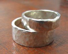 Eheringe aus 925er Silber eine Reihe von 2 Eheringe aus Sterling Silber. Ein Ring ist 5mm breit, une der andere wird 8 mm groß zein. Männliche und weibliche, schauen sie groß auf beiden Männer...