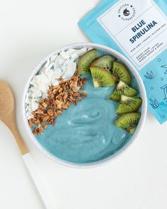 Creamy Blue Smoothie Bowl created with banana, kiwi, blue spirulina, hemp seeds, and coconut milk that is vegan, gluten free, 100% natural ingredients and non gmo.  Ingredients: 2 frozen bananas 1 kiwi fruit, peeled 1 tbsp hemp seeds 1/2 tsp Blue Spirulina 1/2 cup coconut milk Rainbow Smoothies, Blue Spirulina, Superfood Powder, Superfood Recipes, Hemp Seeds, Frozen Banana, Everyday Food, Yummy Eats, Smoothie Bowl