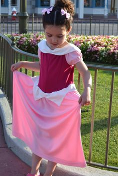 DIY - Disney Princess Dresses Mom- we could a short version of this for her casual Aurora Princess Aurora Costume, Disney Princess Dresses, Disney Dresses, Disney Tutu, Princess Costumes, Disney Outfits, Diy Snow White Costume, White Costumes, Disney Costumes