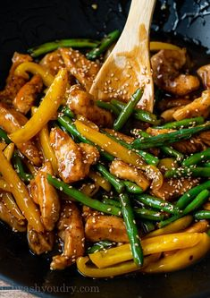 This quick and easy Honey Sesame Chicken Stir Fry is filled with juicy chicken breast strips, tender green beans and yellow peppers in a sweet and sticky sauce. Entree Recipes, Asian Recipes, Dinner Recipes, Cooking Recipes, Healthy Recipes, Healthy Food Blogs, Asian Foods, Honey Sesame Chicken, Asian Chicken
