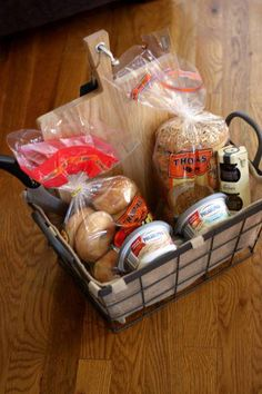 Bagel Basket Bagel Gift Basket - Great idea to give someone who is hosting a sleepover party or camping trip.Bagel Gift Basket - Great idea to give someone who is hosting a sleepover party or camping trip. Homemade Gift Baskets, Food Gift Baskets, Themed Gift Baskets, Raffle Baskets, Homemade Gifts, Basket Gift, Family Gift Baskets, Picnic Baskets, Homemade Food