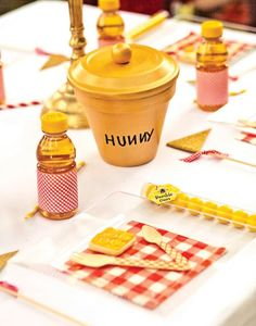Winnie the Pooh Hunny Pot & Table Setting