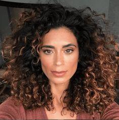 Bayalage Brunette, Brunette Hair Color With Highlights, Brunette Hair With Highlights, Dark Brunette Hair, Dark Hair With Highlights, Hair Color Dark, Curly Balayage Hair, How To Bayalage Hair, Dark Curly Hair