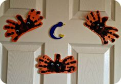 Transatlantic Blonde: Easy Halloween Crafts for Toddlers Hand print spiders so cute