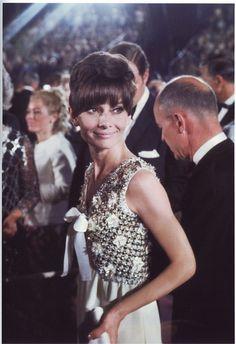 Stilikoner: Audrey Hepburn and Grace Kelly  http://tidlospersonligstil.se/blogg/stilikoner-audrey-hepburn.html