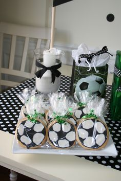 Fußballplätzchen - All Mine - Soccer Cookies, Soccer Theme, Birthday Party Themes, Party Time, Baby, Chocolate, Valentino, Kids, Party Ideas