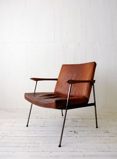 TRUCK 2. FURROWED-LEATHER ARM CHAIR