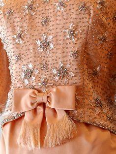 Victoria Royal - Robe de Soirée - Soie Saumon, Perles et Strass - Années 60
