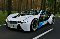 El Visioned es alimentado por la combinación de un tres cilindros turbo-diesel con un motor síncrono híbrido en el eje delantero y un motor híbrido completo en el eje trasero. Esto le da al concepto de máxima potencia de salida de 241kW. En términos de rendimiento del BMW Visioned acelera de 0-100km / h en sólo 4,8 segundos mientras que vuelve una figura economía frugal de 3,76 litros cada 100 kilómetros, y un nivel de emisiones de CO2 de sólo 99 gramos por kilómetro.
