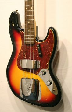 Fender Custom Shop '62 Jazz Bass Relic (3 Colour Sunburst, Rosewood).     Another glorious build from the USA Custom Shop. '62 Heavy relic jazz bass in 3 colour sunburst. £2399 #fender #jazz #bass #jazzbass #1960s #vintage #relic #guitar