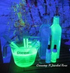 Glowing Mad Science Lab {Guest Post from Growing a Jeweled Rose} - Inspiration Laboratories party Glowing Mad Science Lab {Guest Post from Growing a Jeweled Rose Mad Scientist Halloween, Mad Scientist Party, Halloween Science, Theme Halloween, Mad Scientist Costume, Alien Halloween, Halloween Bottles, Halloween Games, Science Lab Decorations