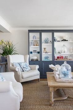 Sitting Down with Stylish Perth Interior Designer Natalee Bowen Coastal Living Rooms, Living Room Decor, Dining Room, Fixer Up, Hamptons Style Homes, Hamptons Decor, Living Room Shelves, Wall Shelves Design, Wall Design
