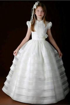 Primera Comunión Wedding Flower Girl Dresses, Little Girl Dresses, Girls Dresses, Holy Communion Dresses, Baptism Dress, Lovely Dresses, Baby Dress, Marie, Ball Gowns