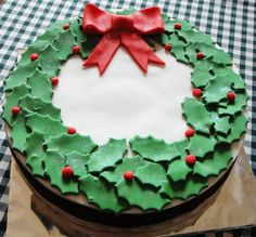 Holly cake. Perfect Christmas Cake for your leaf cutter.