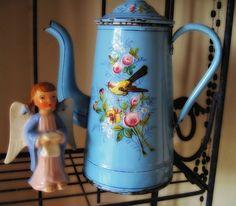 I LOVE Vintage Enamelware