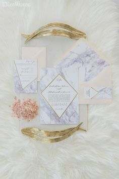 Marble wedding invitations with geometric accents! Just stunning! NORDIC LOVE: MARBLE & GEOMETRIC WEDDING THEME www.elegantwedding.ca